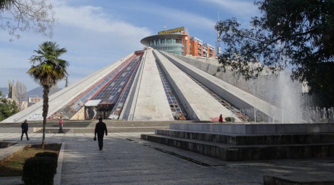 Les monuments dans la ville aujourd'hui. Image du pouvoir / reflet du social (Balkans-Méditerranée). Journée d'études